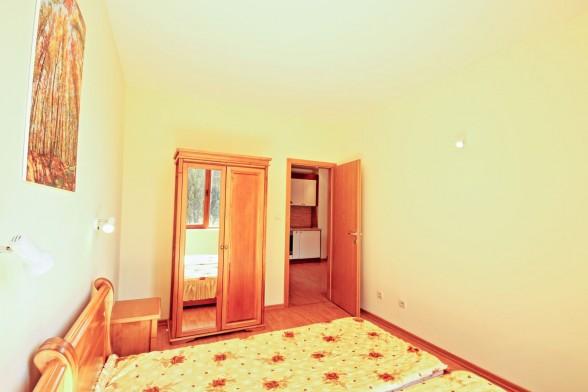 Недвижимость в Болгарии: продажа квартир с подземной парковкой и внутренним бассейном, Святой Влас, Болгария